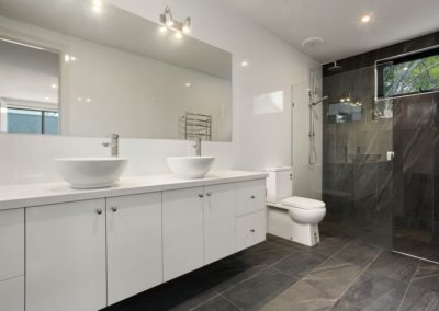 lees bathroom suit after renovation